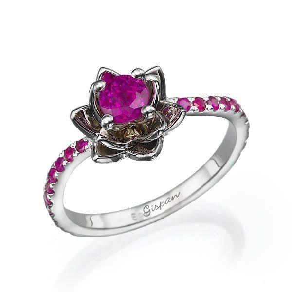 טבעת פרח זהב לבן ואבני רובי 0.5